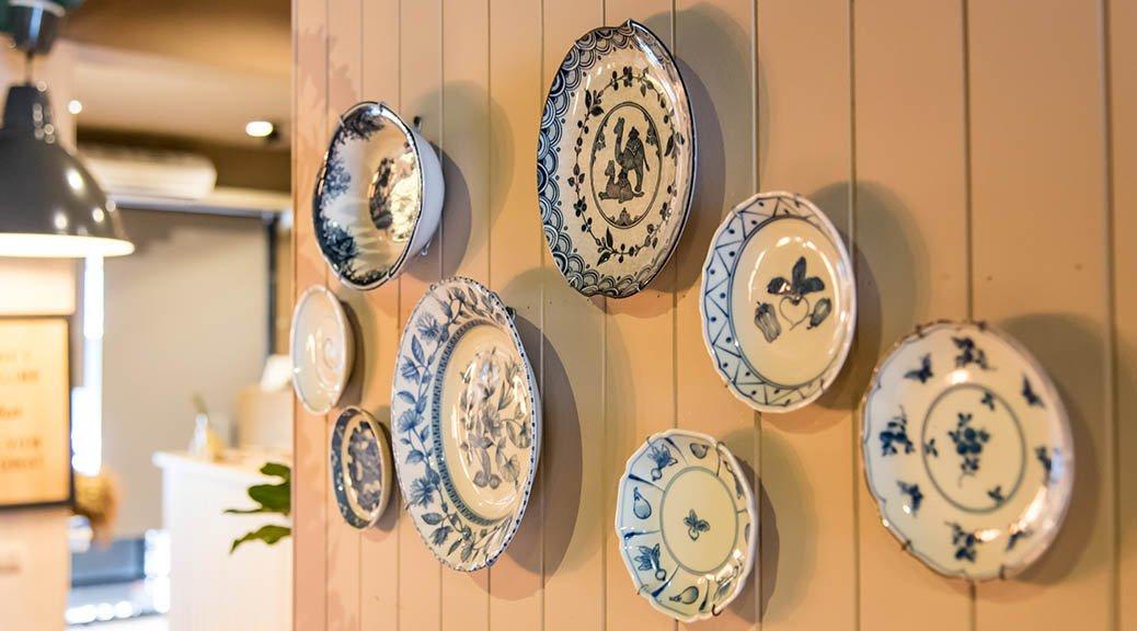 Tendência de decoração: pratos na parede